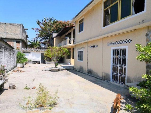 2 de 28: Casa con amplio patio y  en esquina en las cruces Acapulco