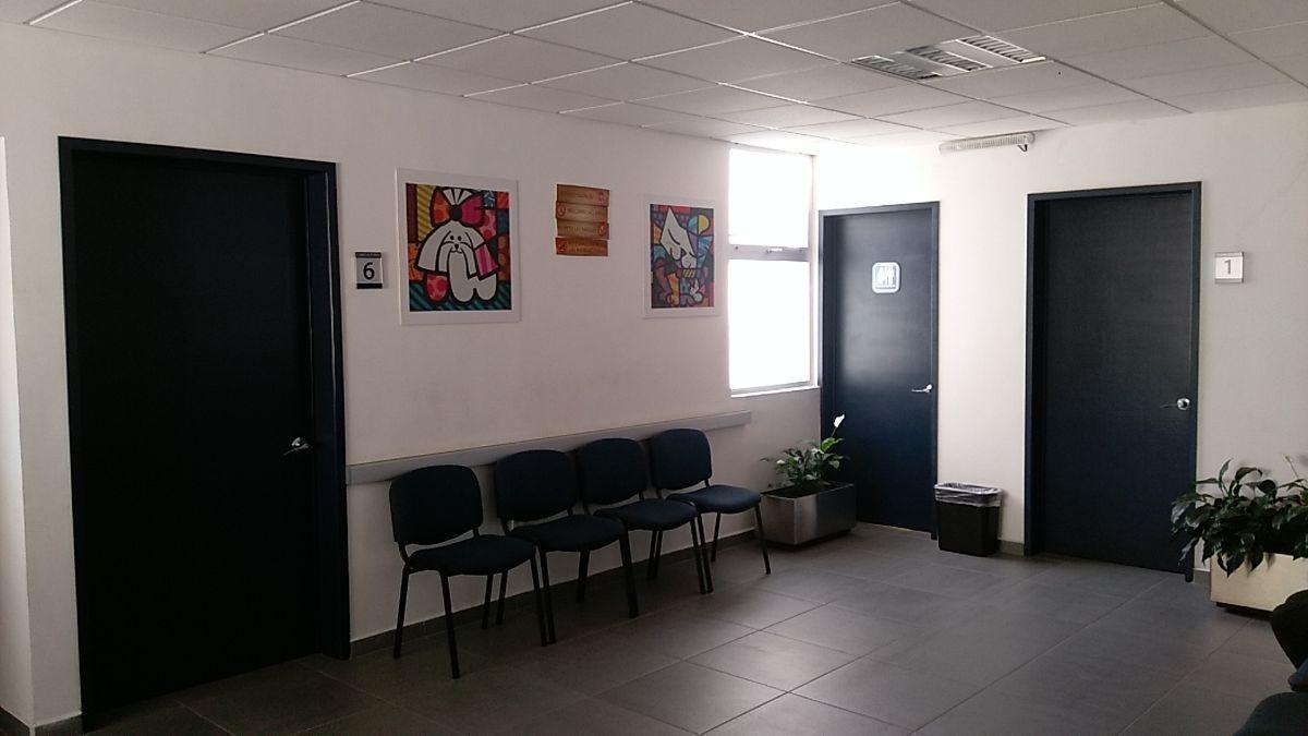 4 de 42: Sala de espera del Segundo piso
