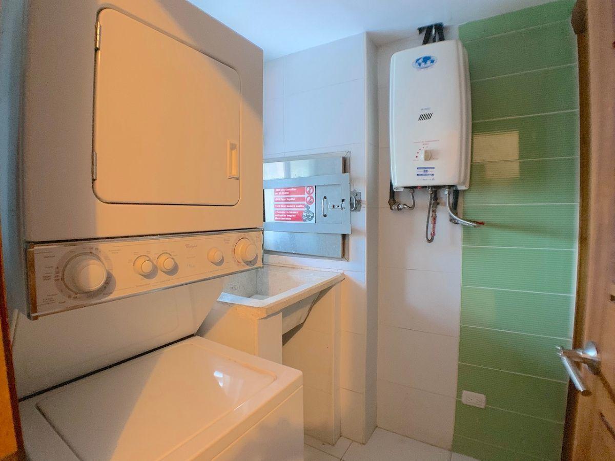 14 de 18: Area de lavado equipada. con ventana y calentador de gas