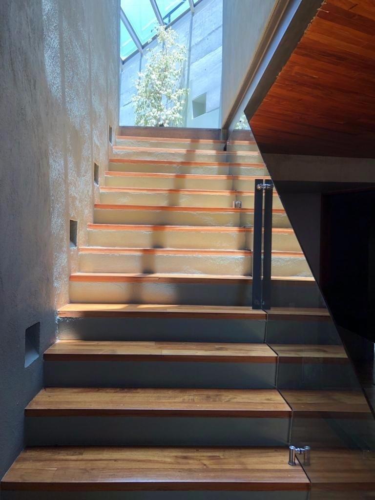 3 de 27: escaleras