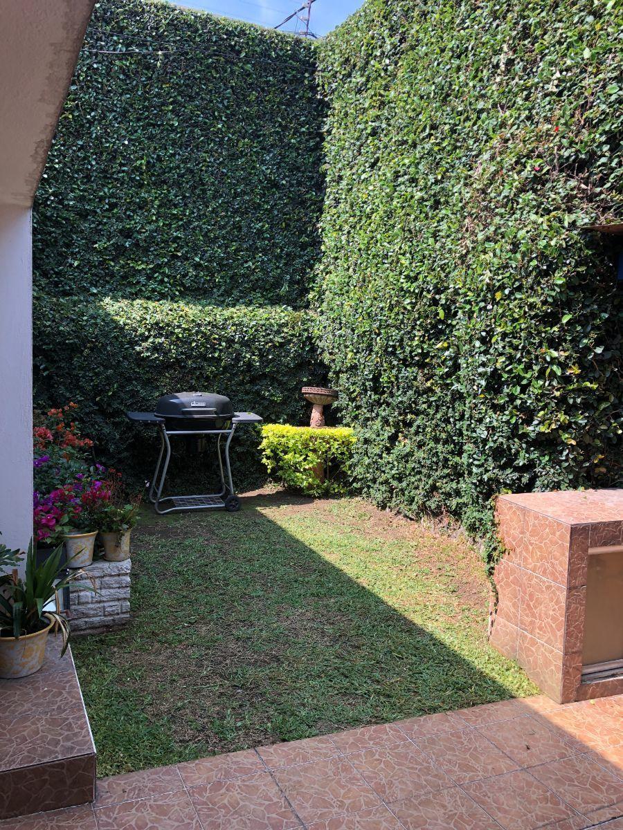 3 de 19: Jardín pequeño frontal