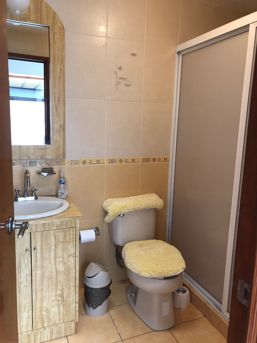 13 de 19: Baño completo para visitas, habitación 2 y 3