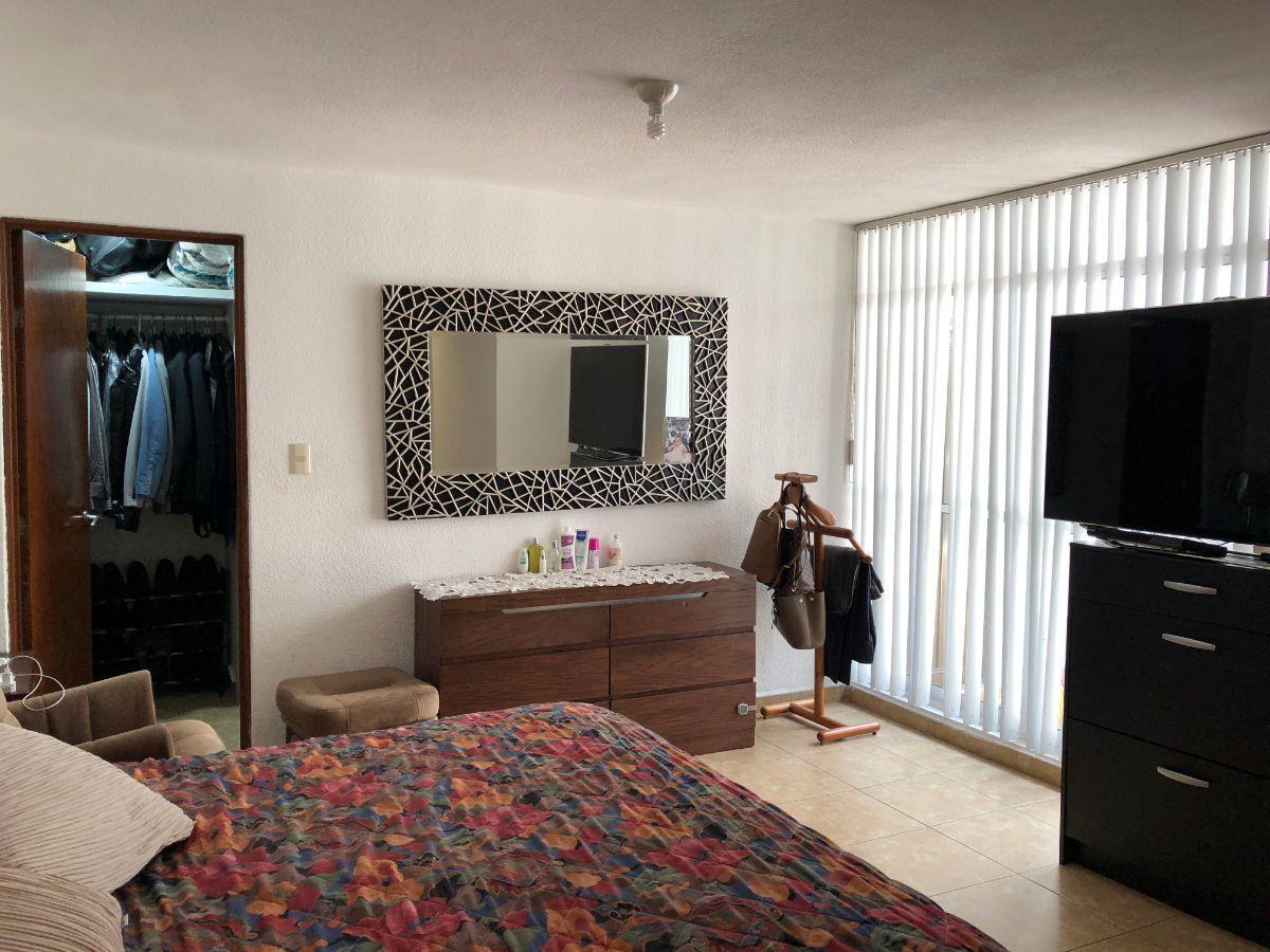 11 de 19: Habitación principal con baño completo, vestidor y closet