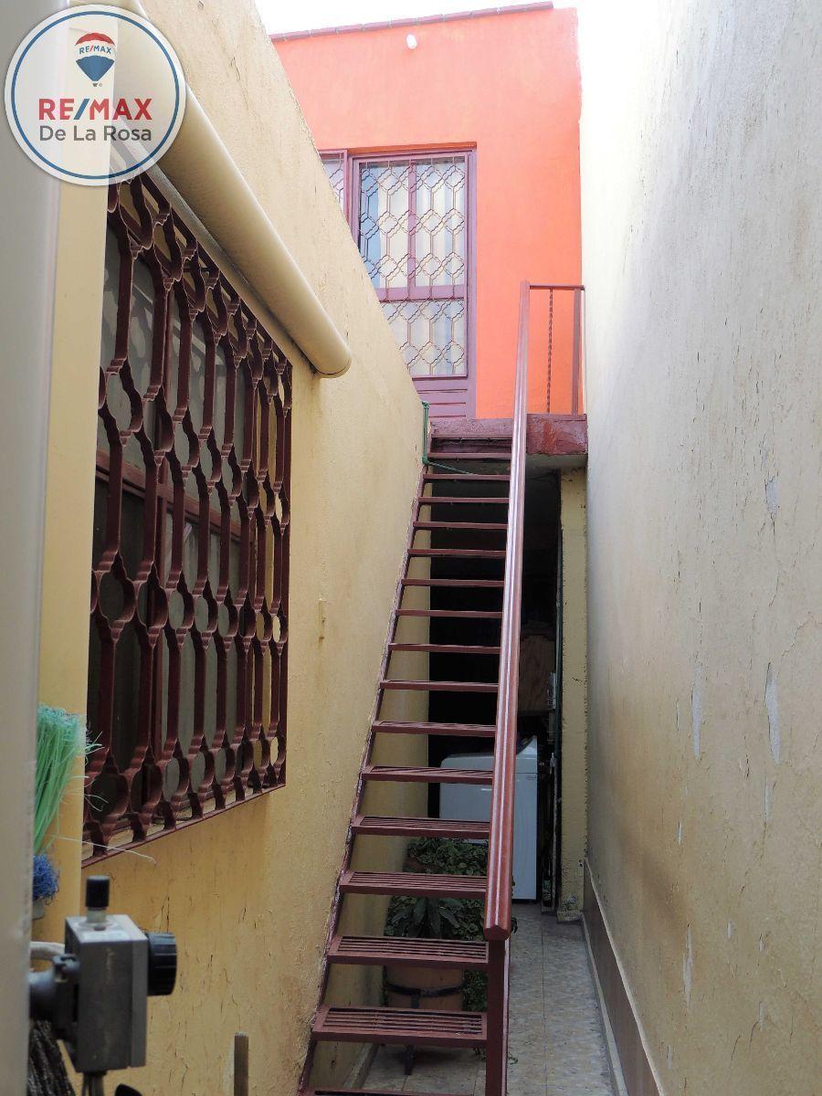8 de 12: Escalera de acceso a sala de juegos