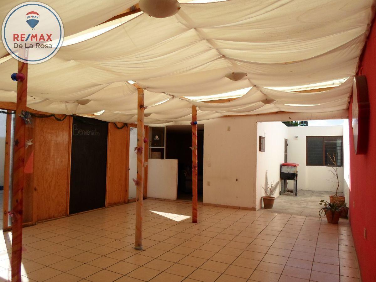 3 de 21: Interior  ( patio frontal) Techado con lamina