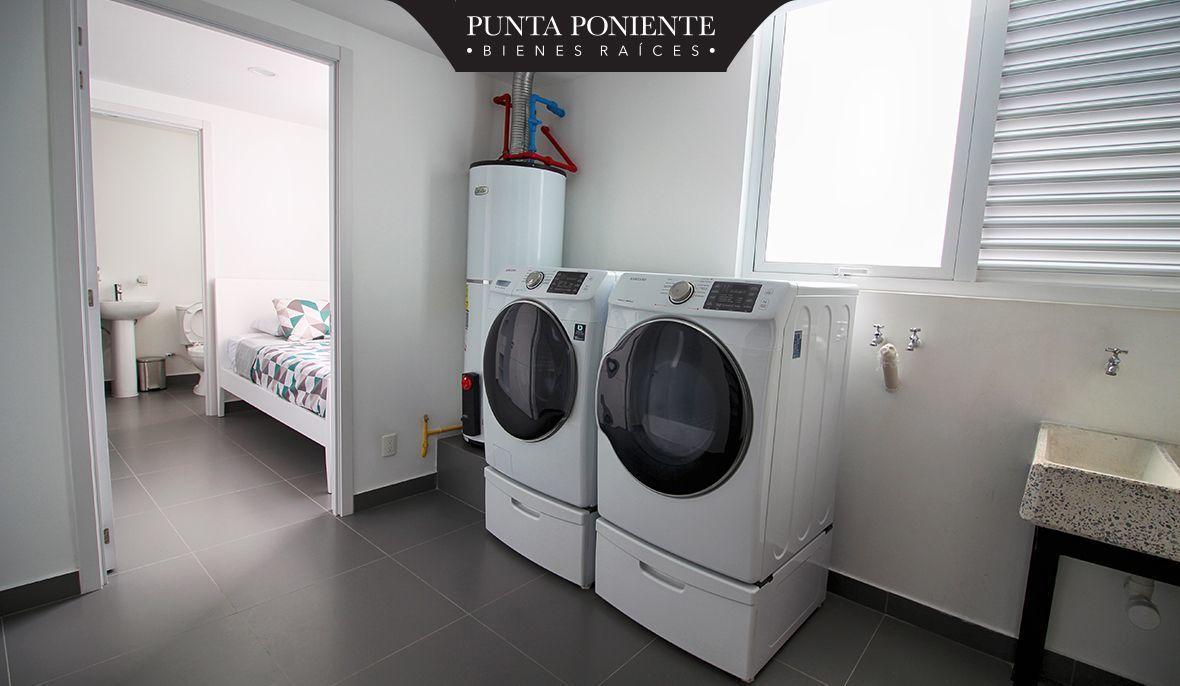 14 de 21: Cuarto de lavado y bodega interior