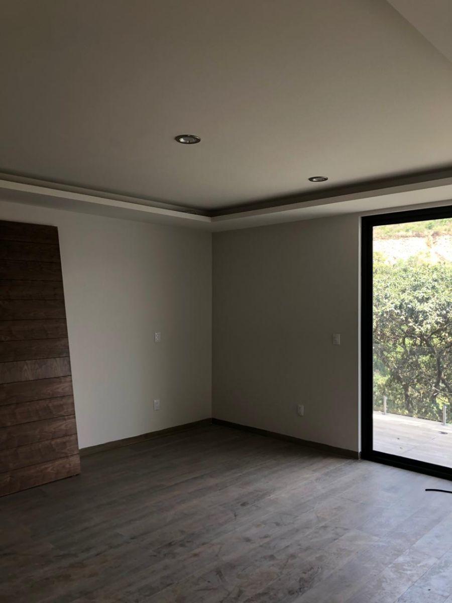 27 de 41: Amplia habitación principal con terraza y vistas hermosas.