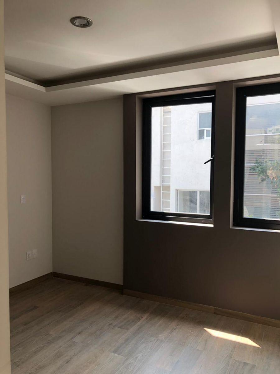 39 de 41: Cuarta habitación con herrería española y piso cerámico.