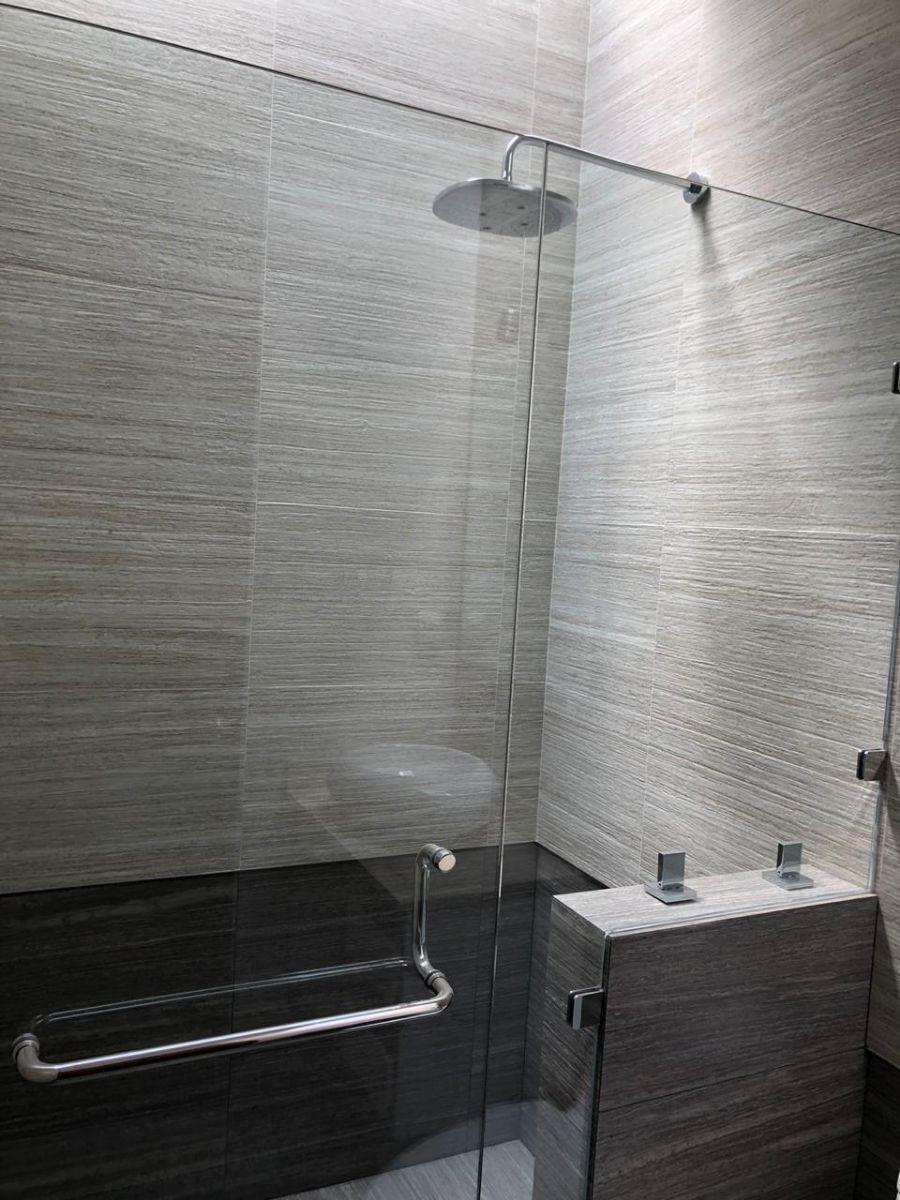 38 de 41: Baño de tercer habitación.
