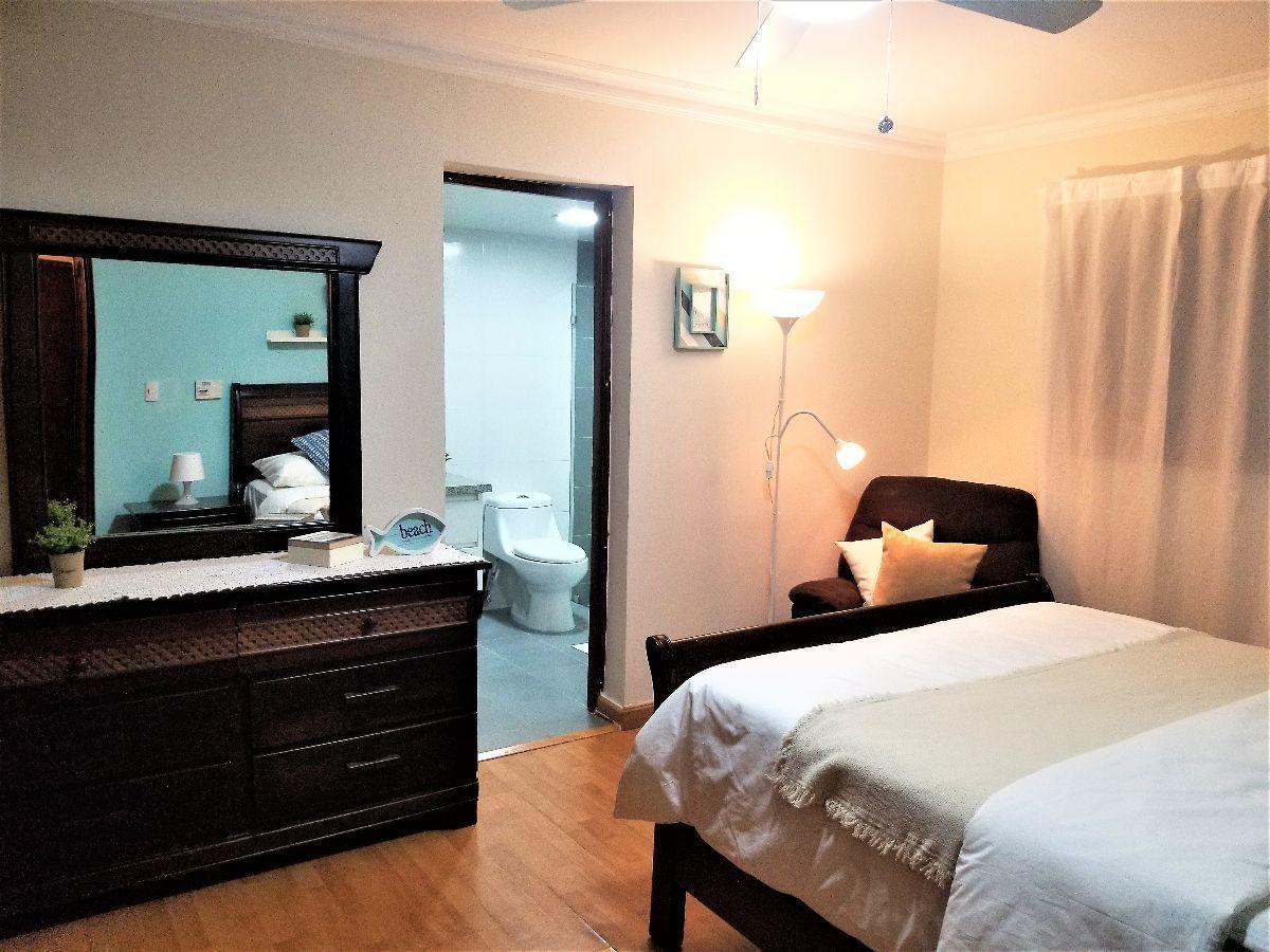 15 de 20: Habitación principal con su baño y closet.