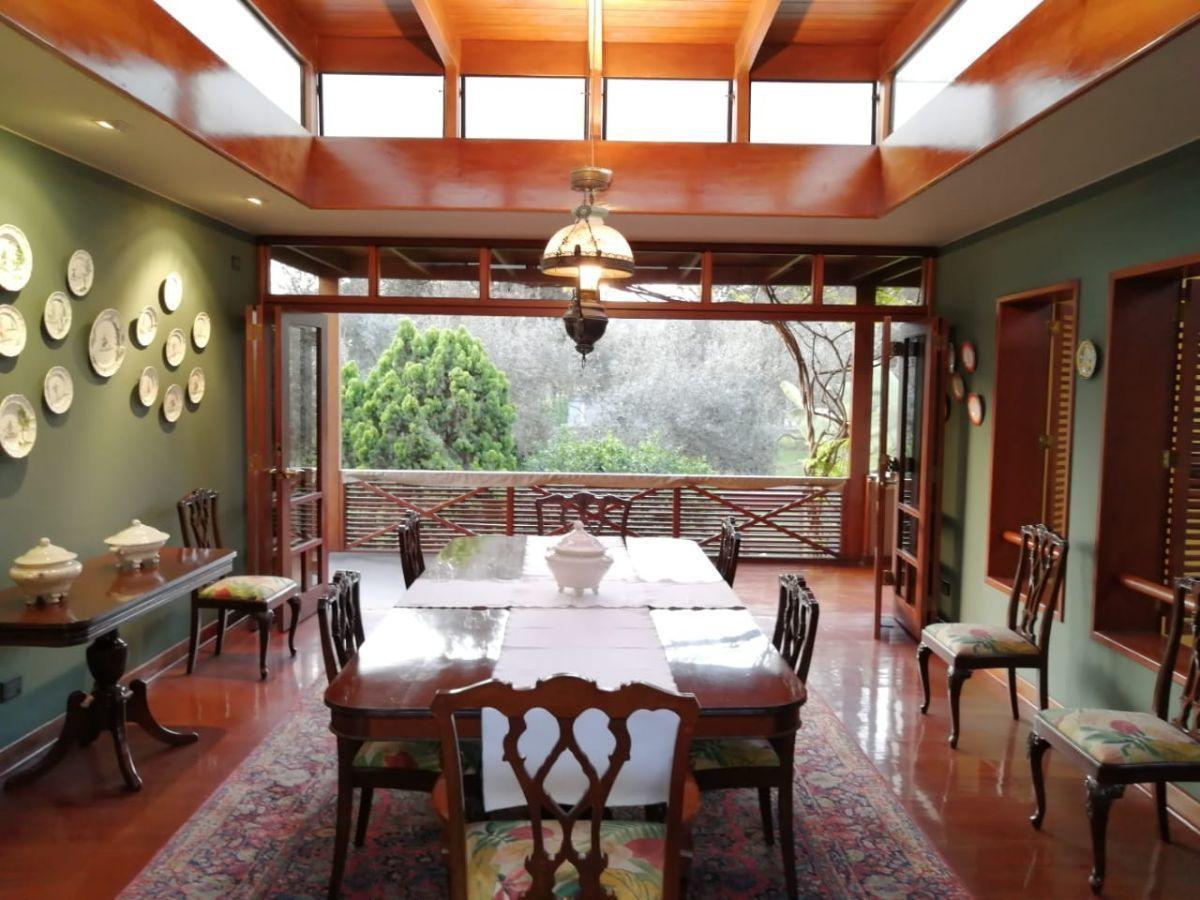 6 de 18: Comedor con puertas abiertas hacia el Olivar