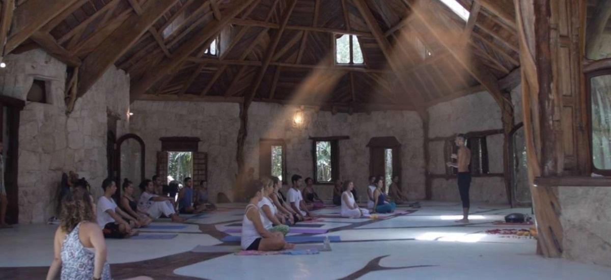 2 de 2: salon de yoga