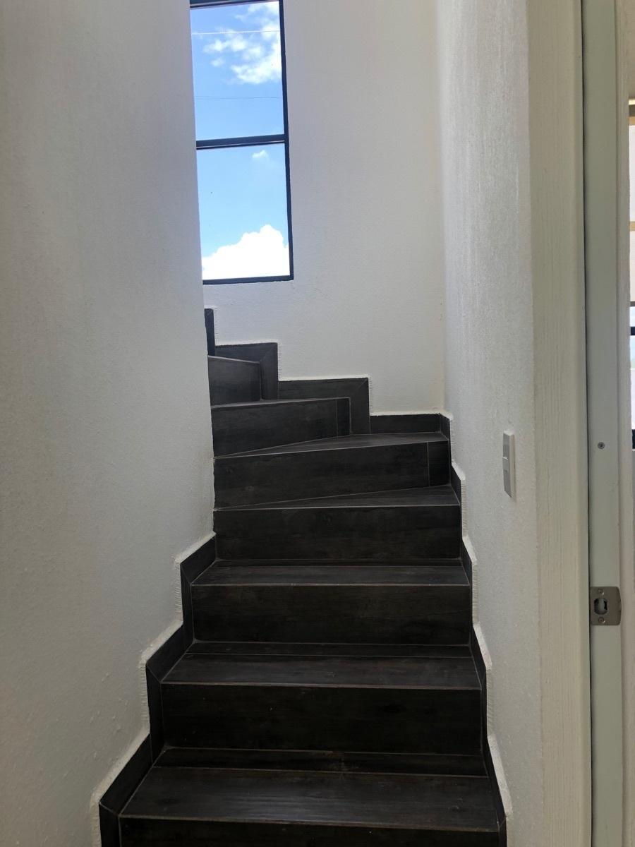13 de 24: Escaleras