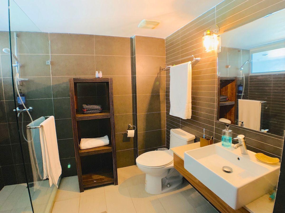 18 de 32: Baño habitación secundaria