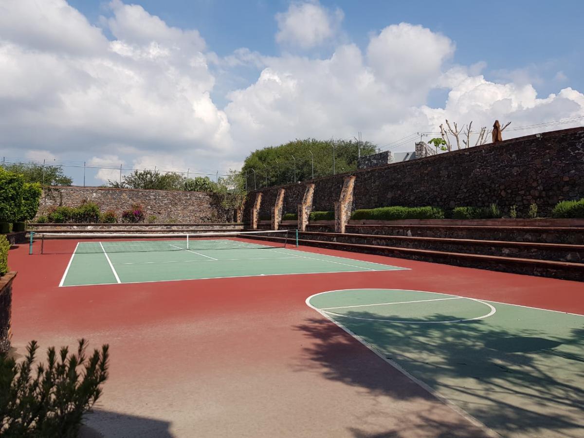 37 de 50: Cancha de tenis