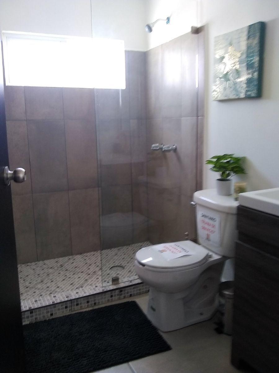 7 de 12: Baño del  piso de arriba