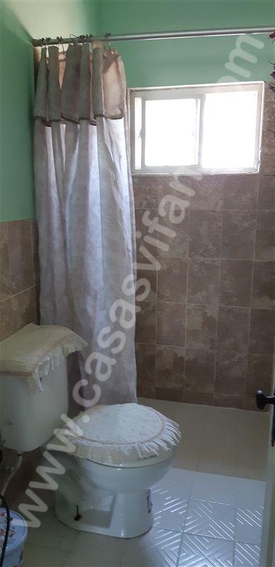 13 de 16: Baño de segundo piso