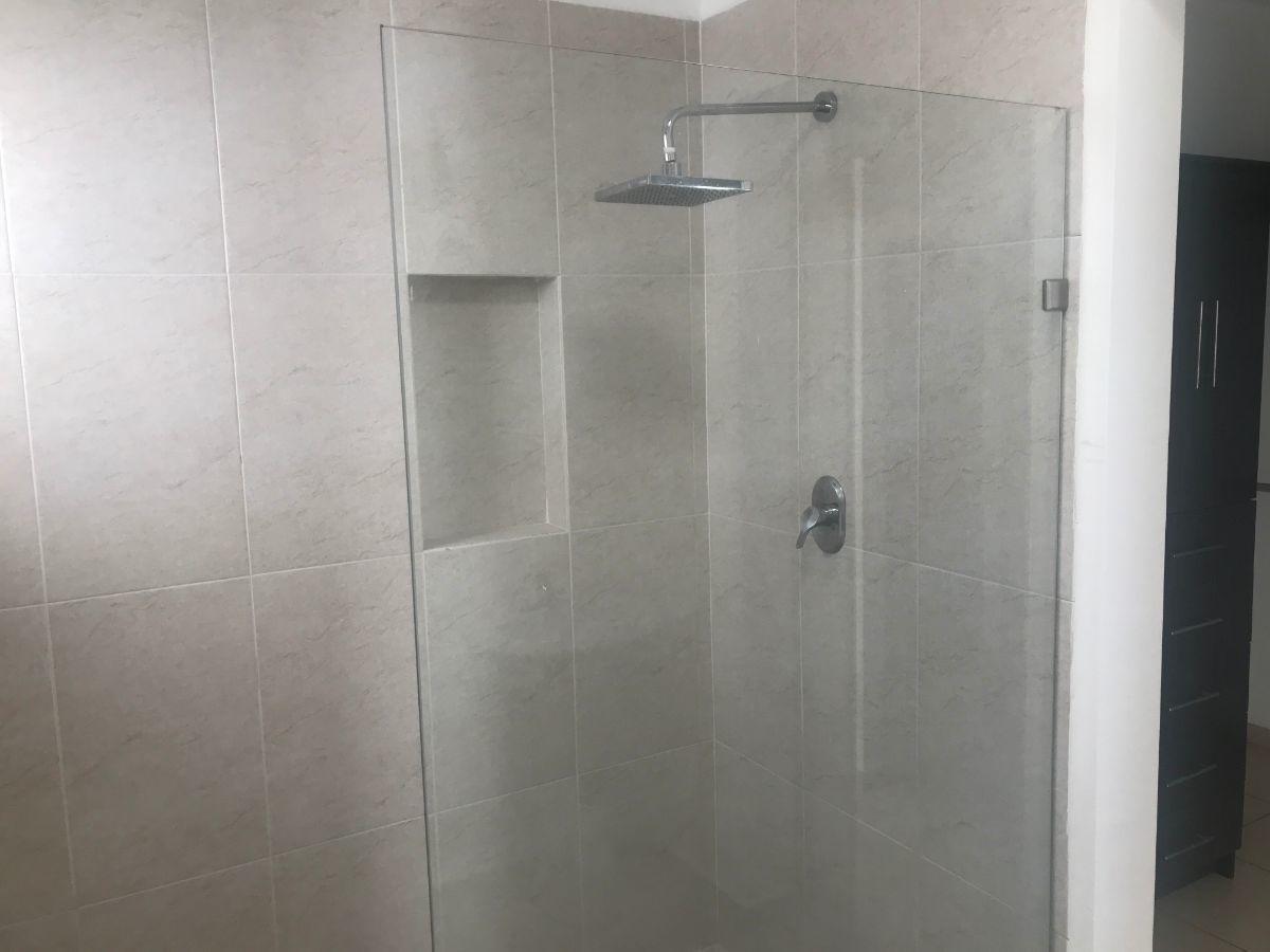 16 de 25: Baño recámara principal