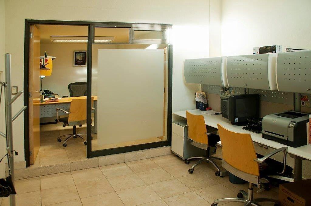 11 de 18: Una de las Oficinas. Foto amueblada.