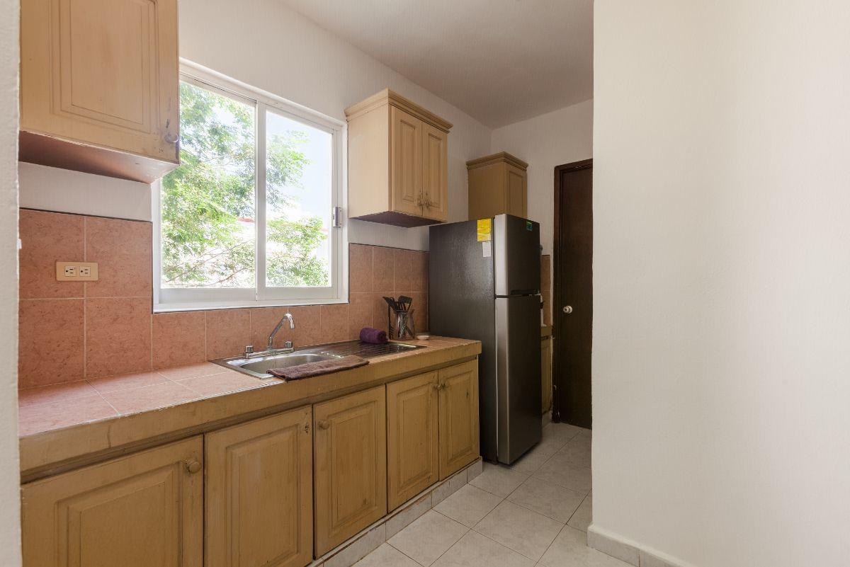 10 de 24: cocina de buen tamaño con mucho espacio para guardar