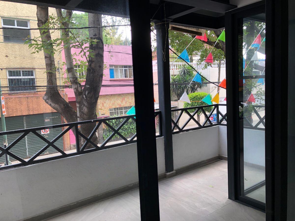 5 de 17: Balcón