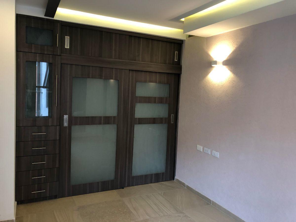 14 de 17: Closet habitación principal