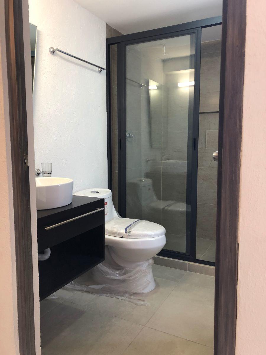 15 de 17: Baño habitación principal