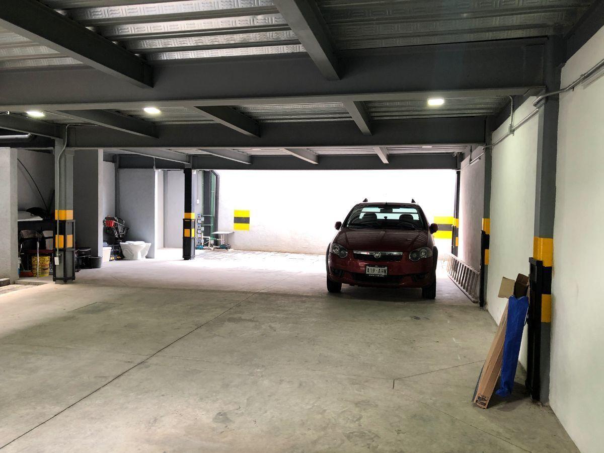 17 de 17: Dos lugares de estacionamiento