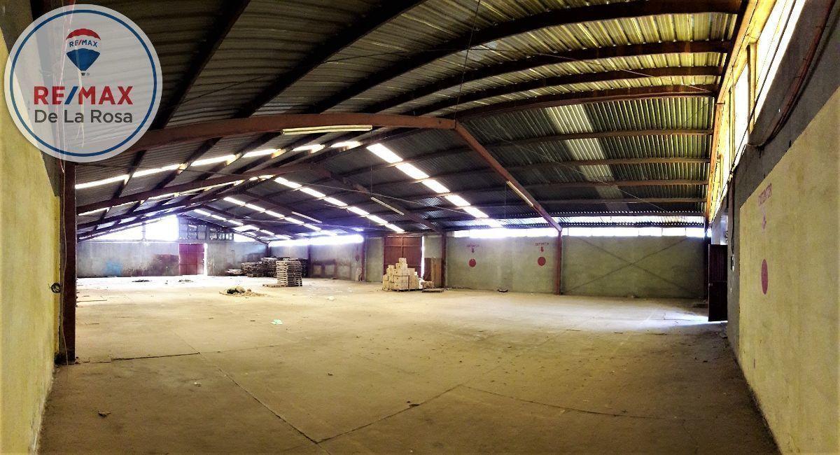 7 de 32: Interior nave 1