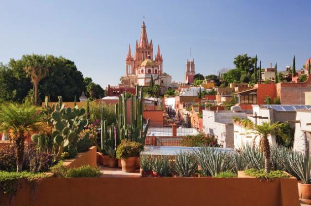 2 de 21: Cerca del centro de San Miguel de Allende (Iglesia)