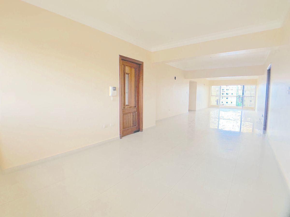4 de 17: Amplio espacio parea 2 salas y comedor