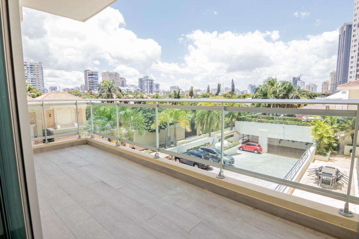 2 de 8: Balcón