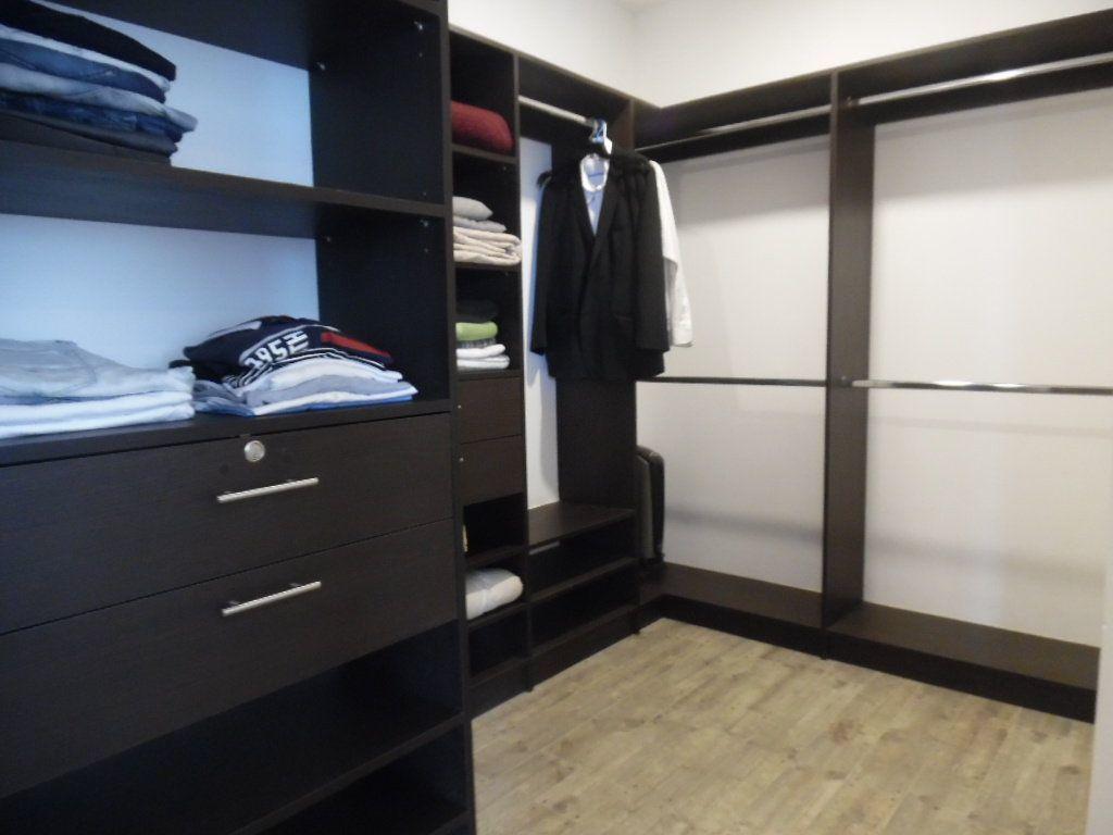 11 de 16: Amplio walking closet