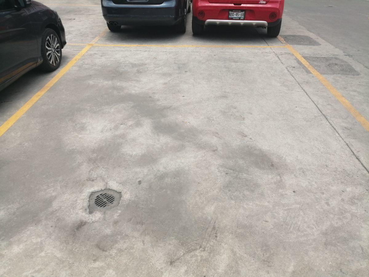 20 de 21: Lugar de estacionamiento para dos autos.