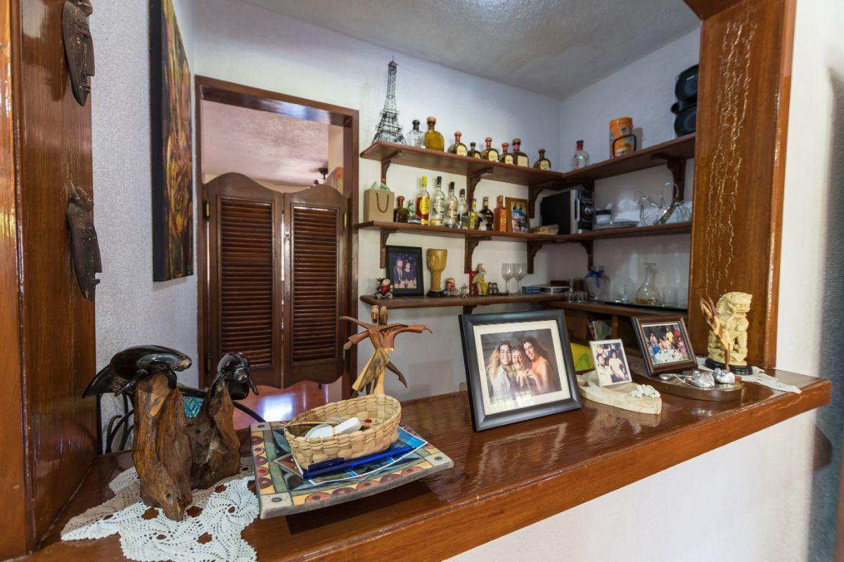 22 de 29: Bar con acceso desde cocina.
