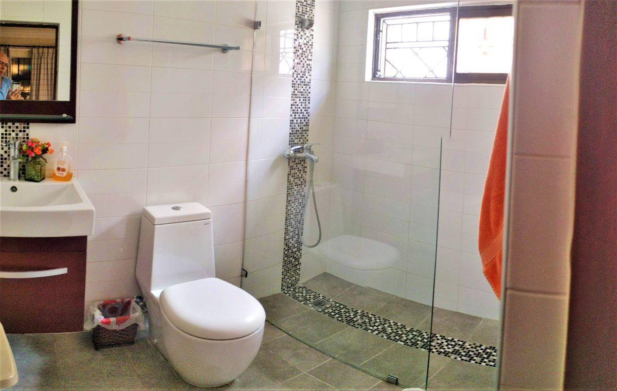11 de 16: Baño remodelado habitación 2