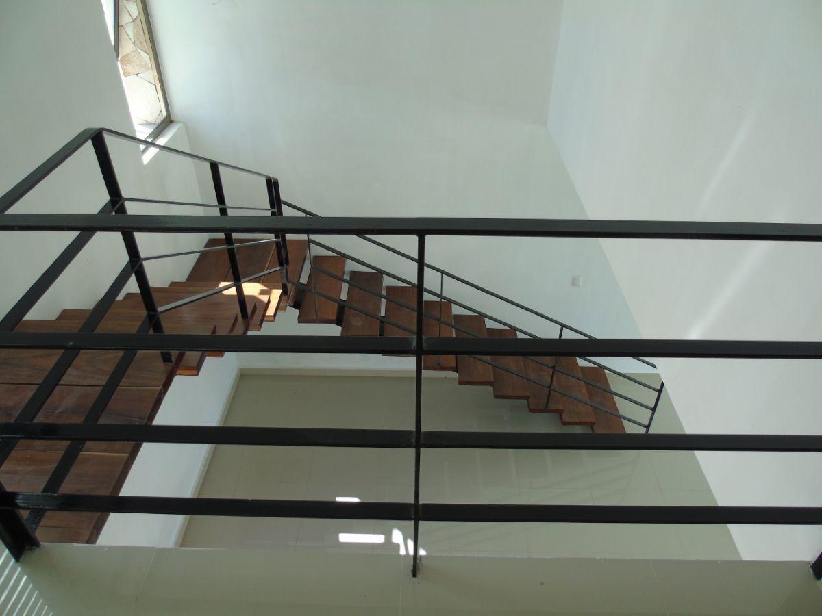 7 de 18: Escaleras