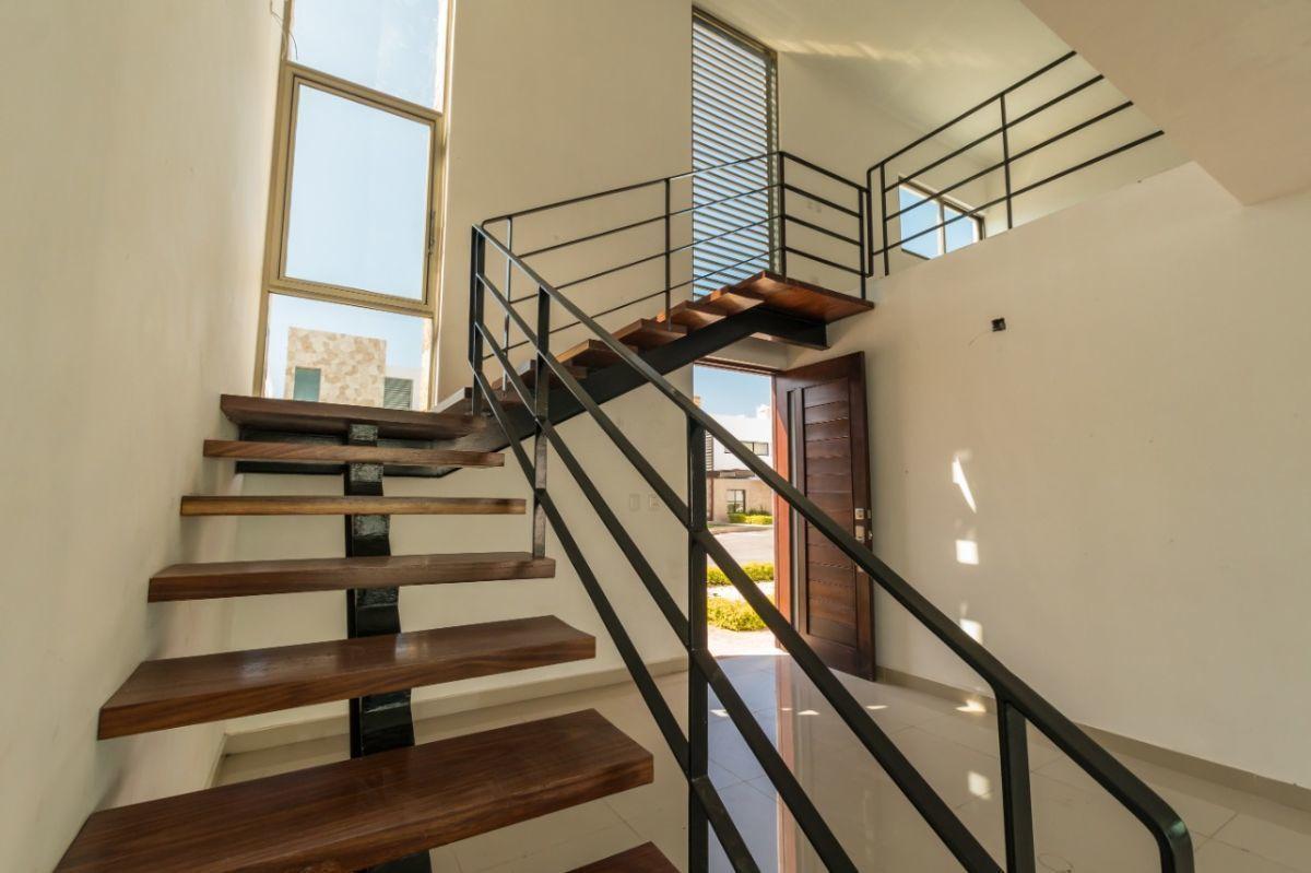 14 de 23: Detalle de escalera