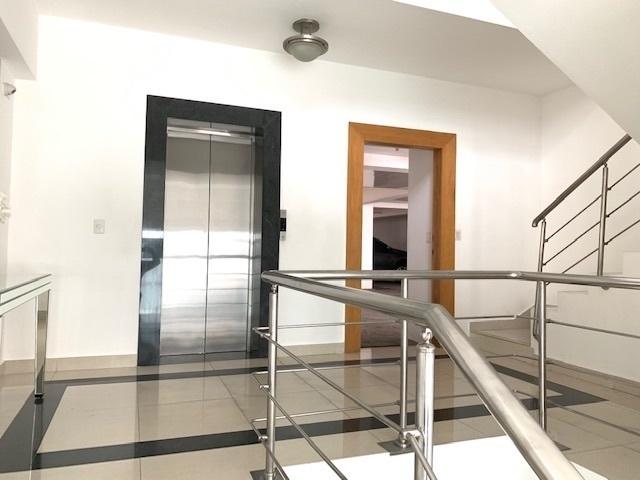 15 de 15: Lobby y ascensor