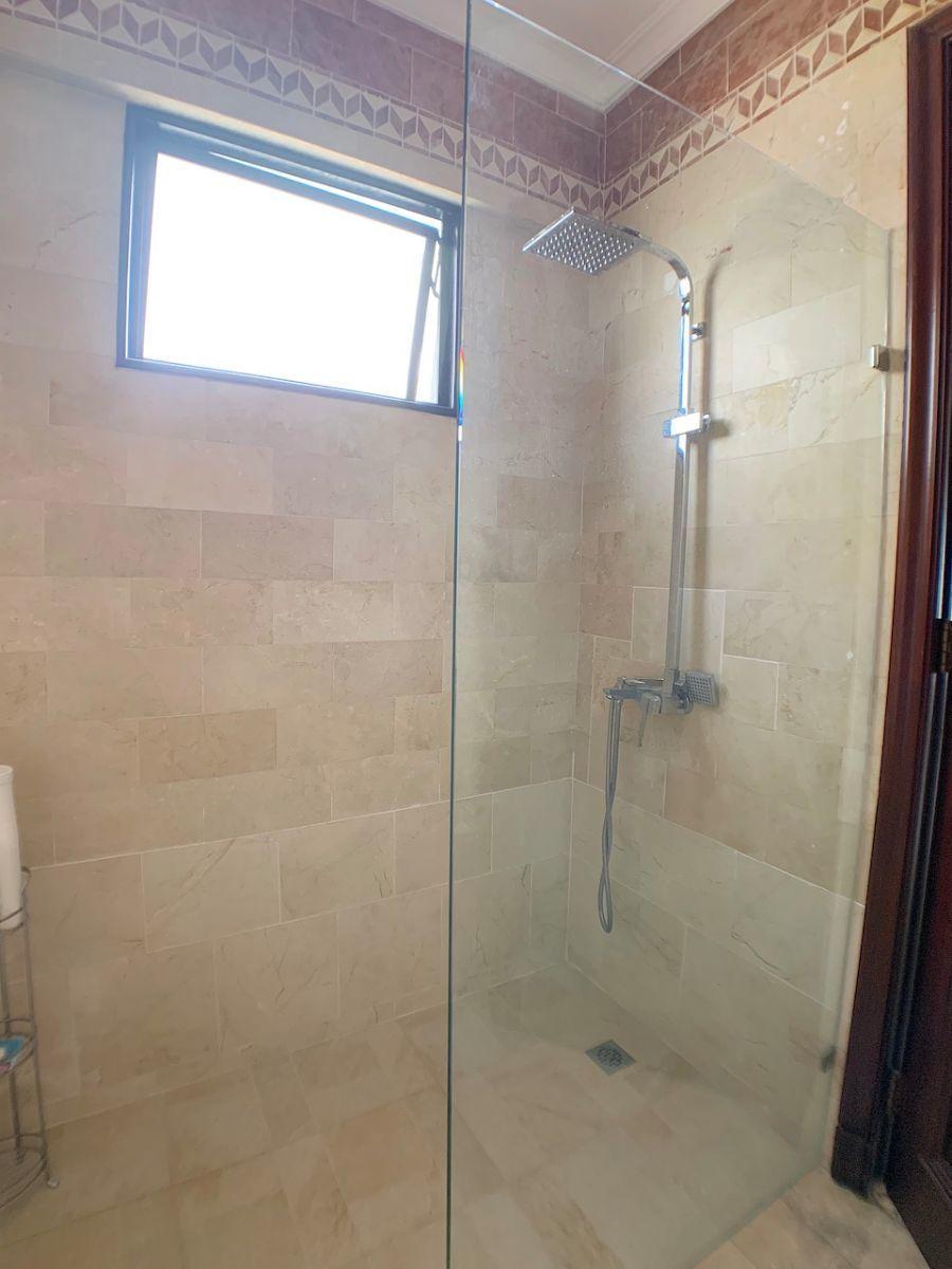 17 de 20: Area de ducha con luz natura