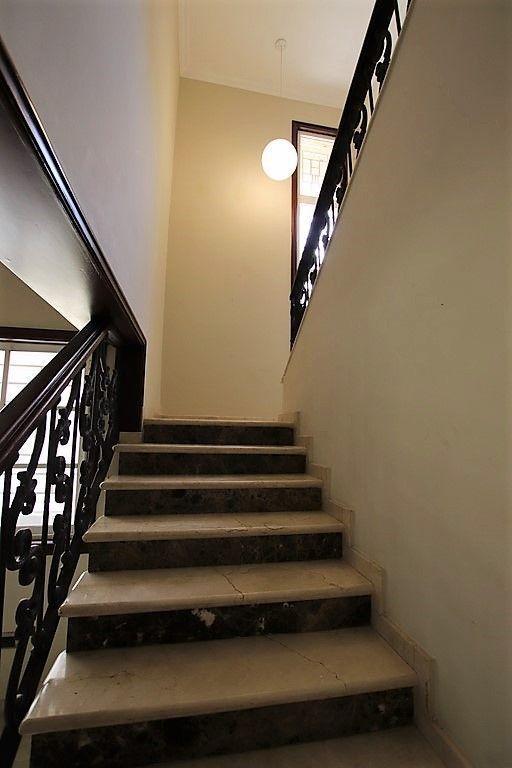 23 de 38: escalera hacia 2ndo piso