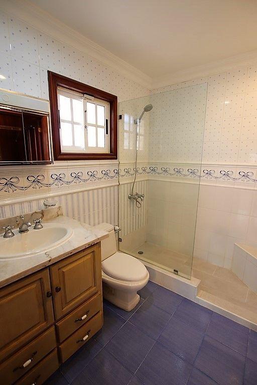 27 de 38: baño de habitacion secundaria