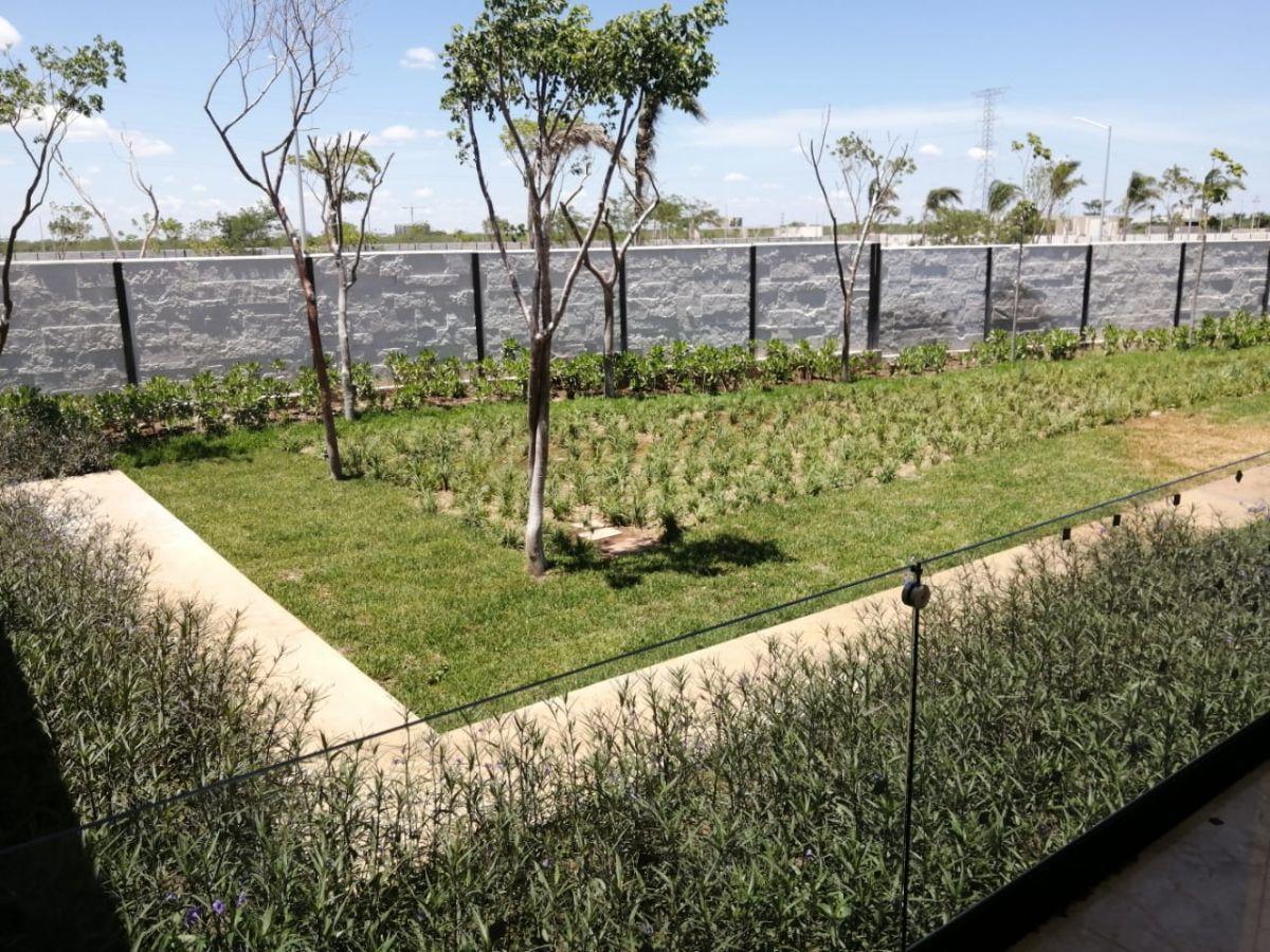 14 de 18: Jardín Interior
