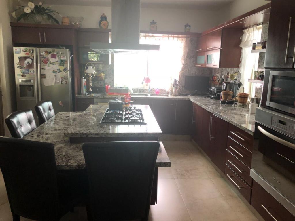 2 de 26: Cocina equipada, incluye lavavajillas y triturador de basura