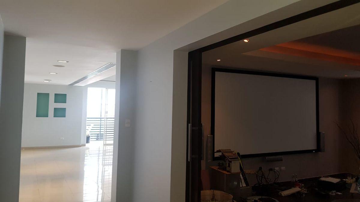 5 de 37: Vista de Sala y Estudio con Cine