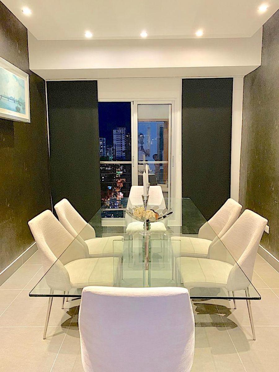 3 de 9: Comedor con iluminación y espacios para mas de 6 silla