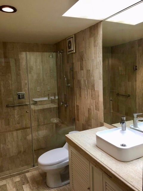 11 de 18: Baño Secundario