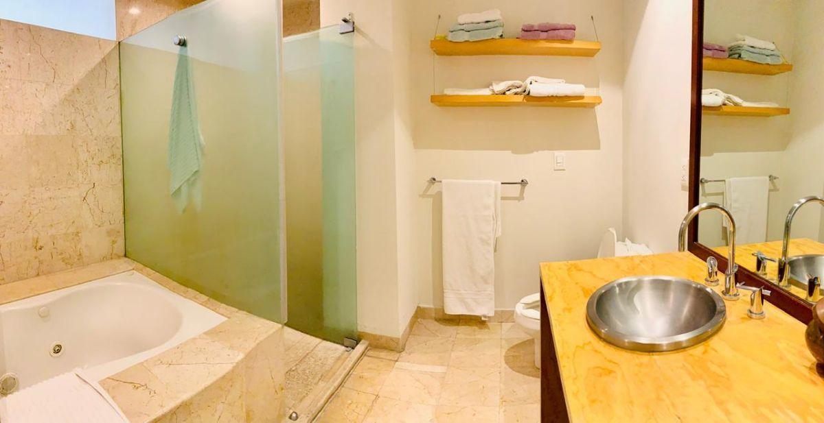 6 de 9: Baño Recámara Principal