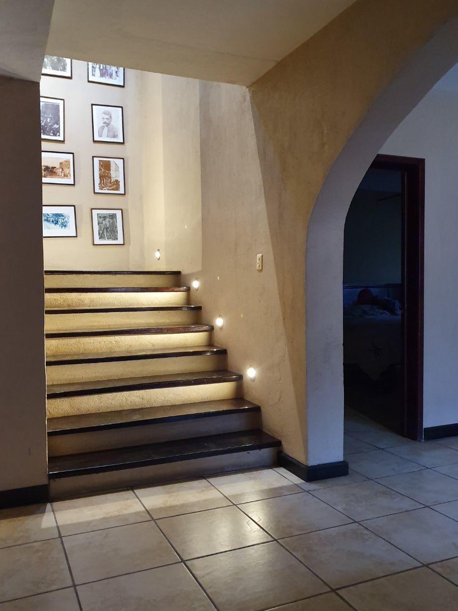 25 de 25: Detalles de iluminación que visten la casa.