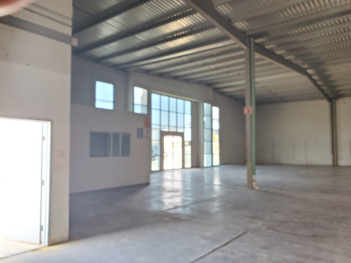5 de 10: Entrada principal y oficina